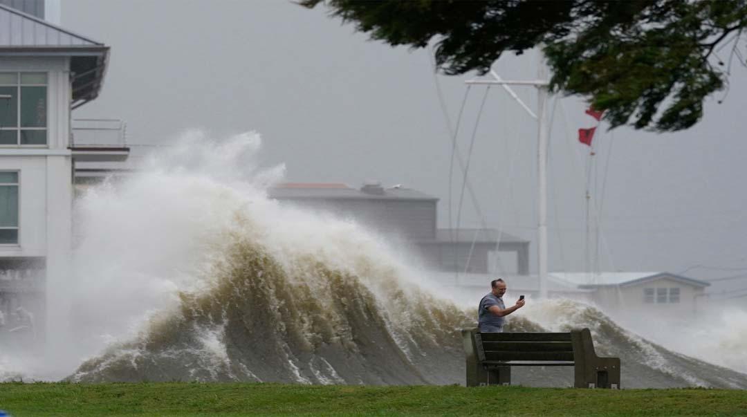 Uragan Ida dramatično jača preko noći